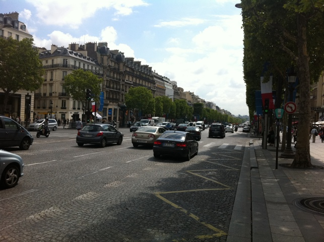 Ma tente sur les Champs Élysées. Je voulais justedire…
