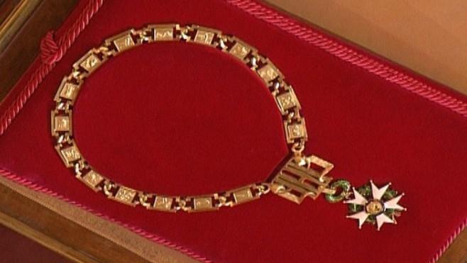 Temple de l'Elysée: François Hollande et le collier de GrandMaître…