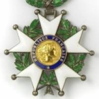 Philippe Varin, PSA: Quand un ''Légion d'honneur'' supprime des emplois...