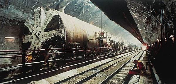 1007737-Tunnelier_du_tunnel_sous_la_Manche