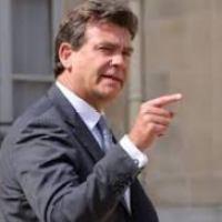 """Frangy-panne du Gouvernement: """"Mise en demeure"""" de Valls par A. Montebourg..."""