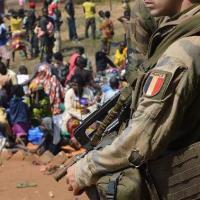 Viols by French troops en #Afrique: «Que les soldats se dénoncent!» [Le Drian]. Oui mais ...