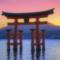 """#LeSaviezVous? Au Japon, un """"doigt d'honneur"""" c'est cool, et ils adorent ..."""
