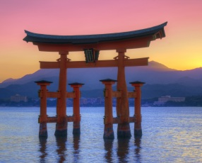 japan-hiroshima-itsukushima-shrine