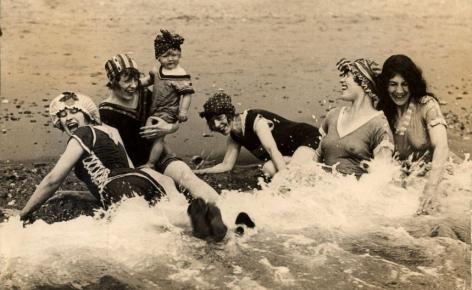 Vrouwen, strand, branding, zee.