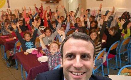 Selfie Macron équipe en Marche