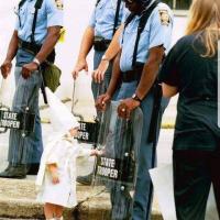"""#Charlottesville, la """"filletteblanche"""", terrible image ..."""