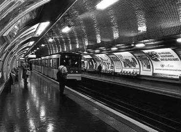 metro SDF Noire racisme